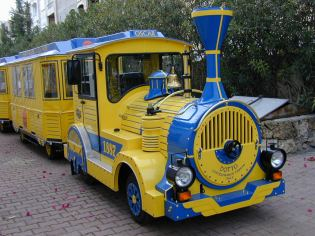 oscar resort train