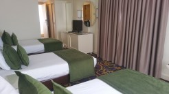 oscar-resort-triple-bed