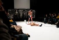 Les Bâtards Dorés - Méduse, représentation au 104, Paris. Mise en Scène collective. Création lumière Lucien Valle. Manuel Severi & Romain Grard.