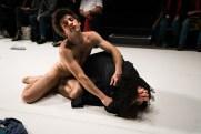 Les Bâtards Dorés - Méduse, représentation au 104, Paris. Mise en Scène collective. Création lumière Lucien Valle. Jules Sagot & Lisa Hours.