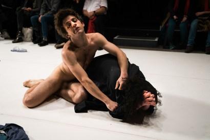 Les Bâtards Dorés - Méduse au 104, Paris. Mise en Scène collective. Création lumière Lucien Valle. Jules Sagot & Lisa Hours.