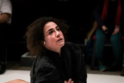 Les Bâtards Dorés - Méduse, représentation au 104, Paris. Mise en Scène collective. Création lumière Lucien Valle. Lisa Hours.