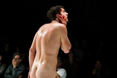 Les Bâtards Dorés - Méduse, représentation au 104, Paris. Mise en Scène collective. Création lumière Lucien Valle. Romain Grard.