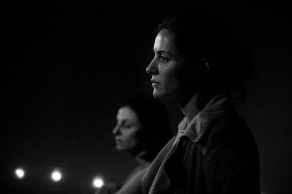 La Compagnia Dell'Improvviso - No Woman's Land au Théâtre Le Comedia, Paris. Mise en Scène Luca Franceschi. Carole Ventura & Nora Alberdi.