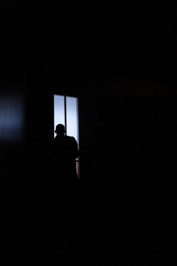 Les Étoiles, représentation au Théâtre National La Colline, Paris. Mise en scène Simon Falguières, Scénographie par Emmanuel Clolus, Lumières par Léandre Gans, Costumes par Lucile Charvet, Accessoires par Alice Delarue. Stanislas Perrin.