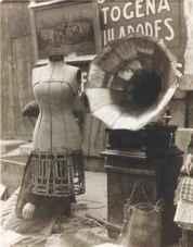 Maniquí con voz, 1920