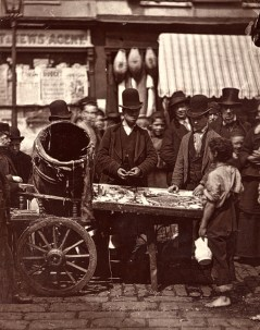 John Thomson. Cheap fish of St Giles(ca. 1873)