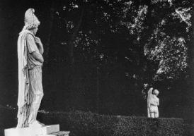 Barbarian prisoner and Callipygian Venus, Versailles Robert Doisneau 1966