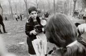 Diane ARbus haciendo fotos