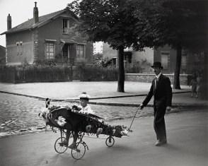 Papa's Airplane, 1934 Robert Doisneau
