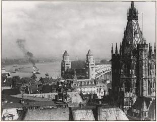Colonia Antes de la Guerra. Kölnisches Stadtmuseum, August Sander, Vintage-Print, Mappe 7, Blatt 13, Rathausturm mit Blick auf den Rhein