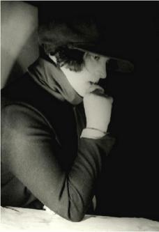 alexander-rodchenko-portrait-de-la-realisatrice-et-edritriceesther-shub-1925