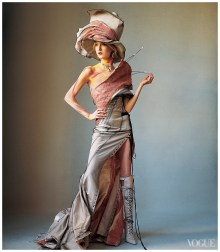 irving_penn_oscarenfotos_maggie-rizer-photographed-by-irving-penn-vogue-march-2000-john-galliano