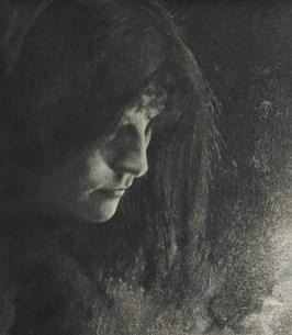 Robert Demachy (La luz inferior genera un efecto aprovechado por este fotógrafo pictorialista)