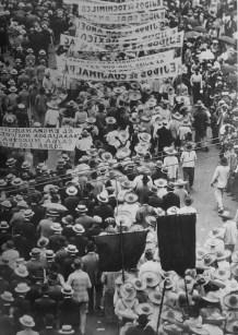 Tina Modotti. Manifestación del primero de mayo, México DF. (1926)