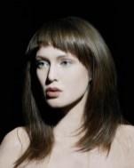 Valérie Belin. (La luz dura genera una sombra precisa y contrastada)