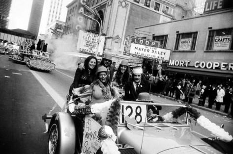 Chicago, ca. 1972_Garry_Winogrand_Women_Are_Beautiful_71