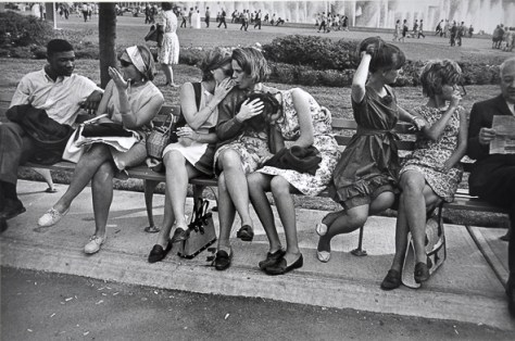 g-w-_worlds-fair-ny-1964_Garry_Winogrand_Women_Are_Beautiful_21