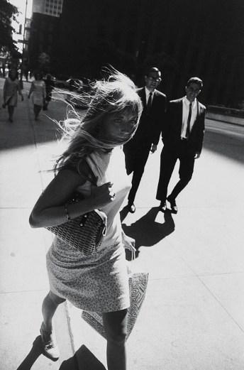 Garry_Winogrand_ Garry Winogrand, New York, 1965. (All photos © The Estate of Garry Winogrand, courtesy Fraenkel Gallery_43