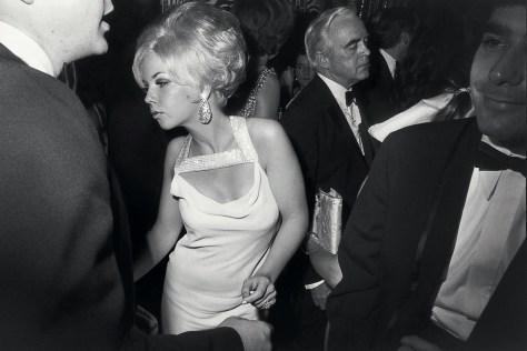 Garry_Winogrand_garry-winogrand-centennial-ball-metropolitan-museum-new-york-1969-web_111