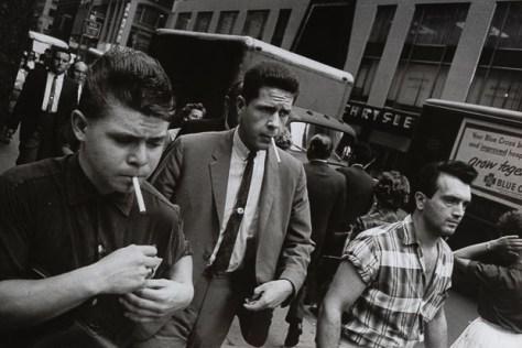 Garry_Winogrand_Garry Winogrand, New York, ca. 1960. © Estate of Garry Winogrand and courtesy Fraenkel Gallery, San Francisco_38