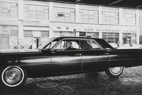 Garry_Winogrand_Garry Winogrand, New York ca. 1963. © Estate of Garry Winogrand and courtesy Fraenkel Gallery, San Francisco_35