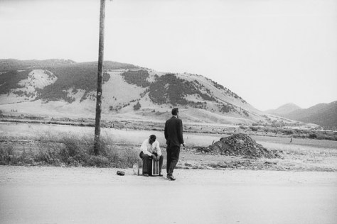Garry_Winogrand_Garry Winogrand, Wyoming, 1964. © Estate of Garry Winogrand and courtesy Fraenkel Gallery, San Francisco_road_camino_2