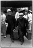 """CHINA. Shanghái. Septiembre de 1949. Después de su partida, los nacionalistas impusieron un bloqueo marítimo en Shanghái. Después de 5 meses de bloqueo, un barco Estadounidense, el """"Gordon"""" llega al puerto de Shanghái y recoge a los extranjeros que deseen salir de la ciudad."""