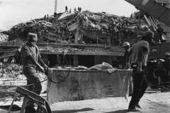 Rescatistas voluntarios realizan labores de búsqueda en edificios colapsados en la colonia Roma, 19 de septiembre © Pedro Valtierra/Cuartoscuro