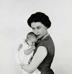 cecil_beaton_queen_elizabeth_ii_and_prince_andrew_1
