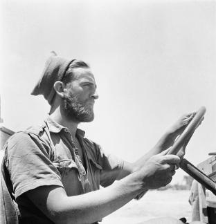 Cecil_Beaton_war_3_General;_British_Army,_Long_Range_Desert_Group