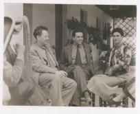 Fotógrafo no identificado. Diego Rivera y Frida Kahlo con su amigo Miguel Covarrubias (1935)