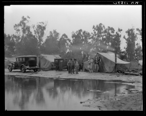 dorothea_lange_Migrant pea pickers camp in the rain. California_feb1936.jpg