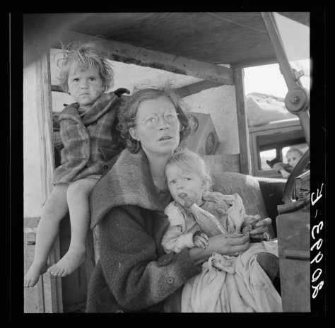 dorothea_lange_Mother and two children on the road. Tulelake, Siskiyou County, California. General caption number 65Mother and two children on the road. Tulelake, Siskiyou County, California. General caption number 65 sep 1939.jpg