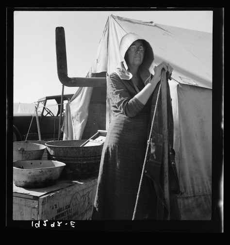 dorothea_lange_Texas woman in carrot pullers' camp. Imperial Valley, California. This sunbonnet is typical of women who came from Texas_feb1939