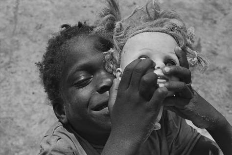 eugene_richards_doll_head_arkansas