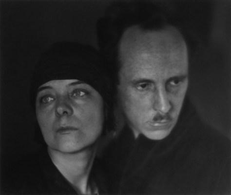 """Imogen Cunningham. """"Edward Weston y Marguerite Mather"""" (1923)"""