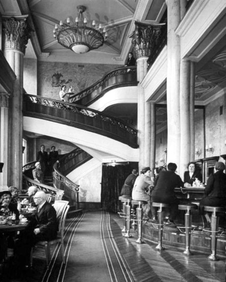 margaret_bourke-white_gorki_st_cocktail_hall