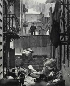 Callejón de la calle Baxter detrás de Bandit's Roost. c1880-90s. Jacob Riis