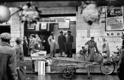 GB. ENGLAND. London. Portobello Road Market. 1958-1959.
