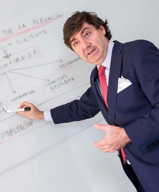 Óscar Fernández León participa en un evento en Murcia
