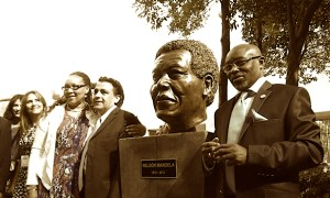 Develacion busto Nelson Mnadela CDMX