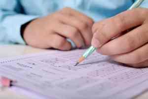 student píšící Scio testy