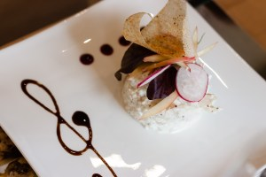 Rémoulade de céleri au crabe et moutarde à l'ancienne