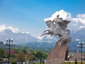 Памятник Плиеву