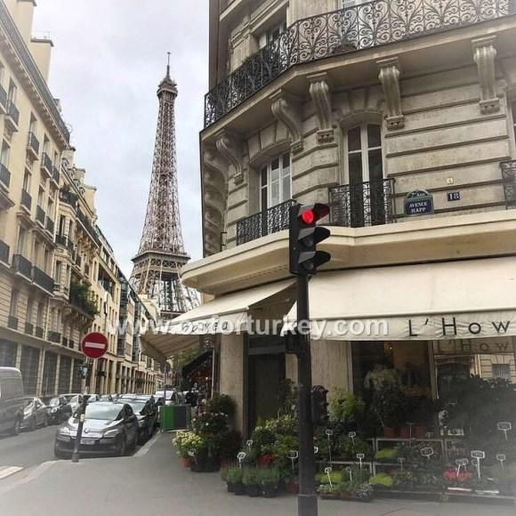 سيارة مع سائق في باريس
