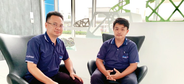 From left, Senior Aerospace's manufacturing engineers Narinchot Wiwatchaiyachan and Thanawan Desunthia are in charge of the company's engines and aircraft-seat structure production.
