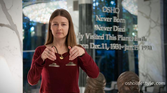 यदि आप अपने जीवन को संपूर्णता से जीना चाहते हैं,  ध्यान इसी जानने की ओर एक कदम है। OSHO