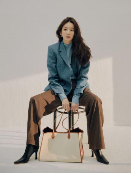 아비에무아 의류 패션 가방 강민경 다비치 아이콘