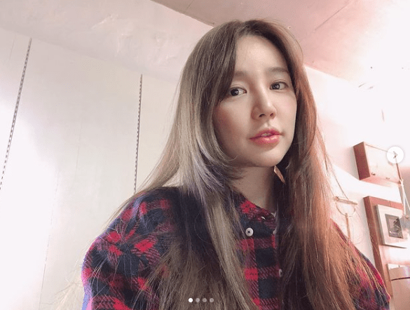 배우 윤은혜님은 히메컷을 하였고, 이는  얼굴 윤곽을 잘 살려 갸름해 보이는 효과를 기대할 수 있습니다.